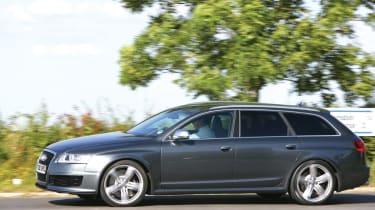 Audi RS6 Avant grey side