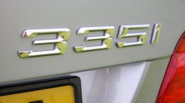 335i badge