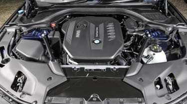 BMW 530d xDrive Touring engine