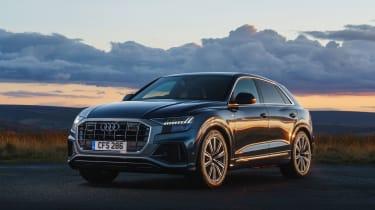 Audi Q8 S-line – font