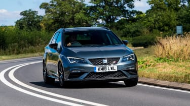 SEAT Leon Cupra ST Carbon Edition - front cornering