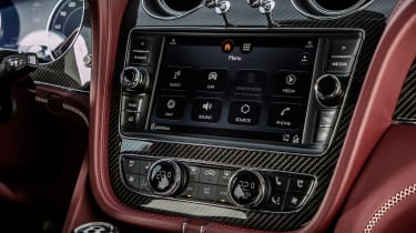 Bentley Bentayga V8 – central screeen