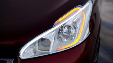 Peugeot 208 GTI lights