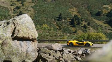 McLaren P1 yellow - side