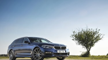 BMW 530d xDrive Touring front three-quarters