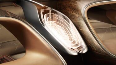 Bentley EXP 100 GT - screen?
