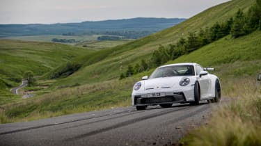 992 GT3 group test – 911 action