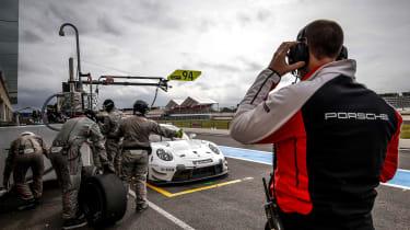 Porsche 911 RSR - pits