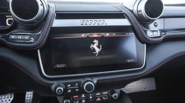 Ferrari GTC4 Lusso T - infotainment