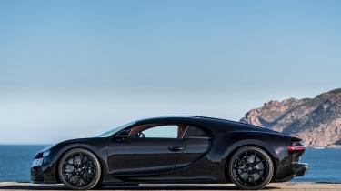 Bugatti Chiron black - profile