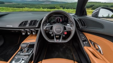 Audi R8 V10 Plus Spyder – interior