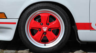 Porsche 911 2.7 RS conversion kit red alloy wheel