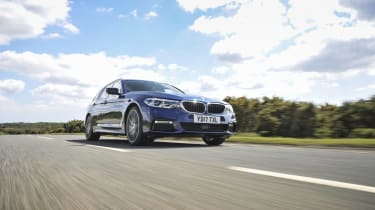 BMW 530d xDrive Touring tracking front