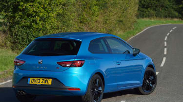 SEAT Leon SC FR blue stripes rear view