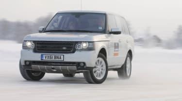 Video: Range Rover drifting on ice
