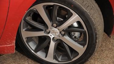 Peugeot 208 Feline THP 156 alloy wheel