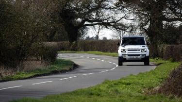 Land Rover Defender 110 P400 SE – nose