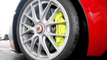 2013 Porsche 918 Spyder green brake caliper alloy wheel