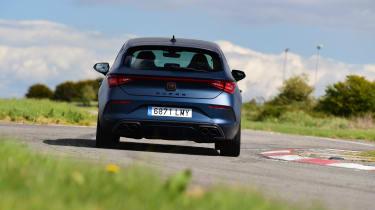 Cupra Leon 300–rear cornering
