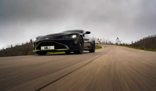 Aston Martin Vantage - black header