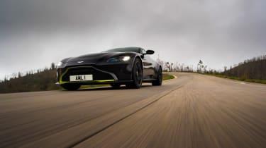 Aston Martin Vantage - black header