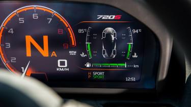 McLaren 720S - gauges