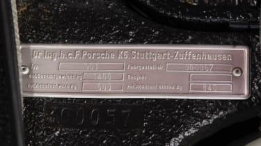 Porsche 911 barn - tag