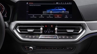 BMW 3-series G20 revealed - M Sport dash