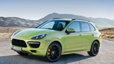 Porsche Cayenne GTS green front