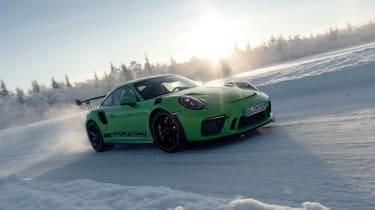 Porsche 911 GT3 RS snow - quarter