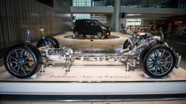 Nissan GT-R: cutaway chassis