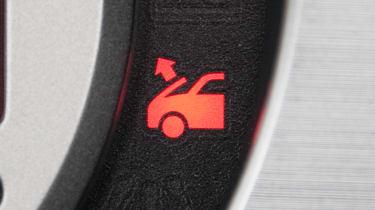 Nissan 370Z Roadster – pop-up bonnet warning light