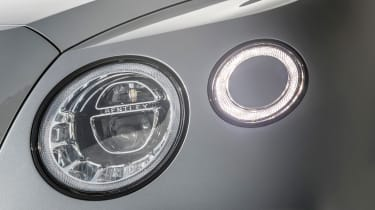 Bentley Bentayga V8 – headlight cluster