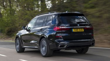 BMW X7 review - rear tracking