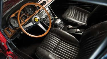 Ferrari 330 GTC – interior