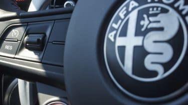 Alfa Romeo Giulia Quadrifoglio - Starter button