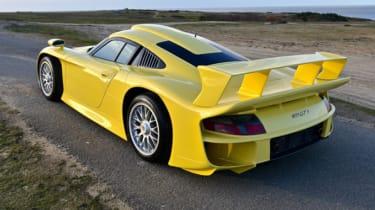 Porsche 911 GT1 Strassenversion yellow
