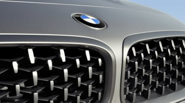 BMW Z4 M40i silver - grille pattern