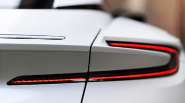 Aston Martin DB11 V8 - lights