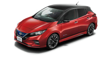 Nissan Leaf Nismo red with black roof