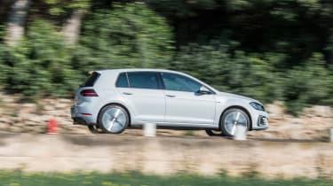 VW Golf GTE – side
