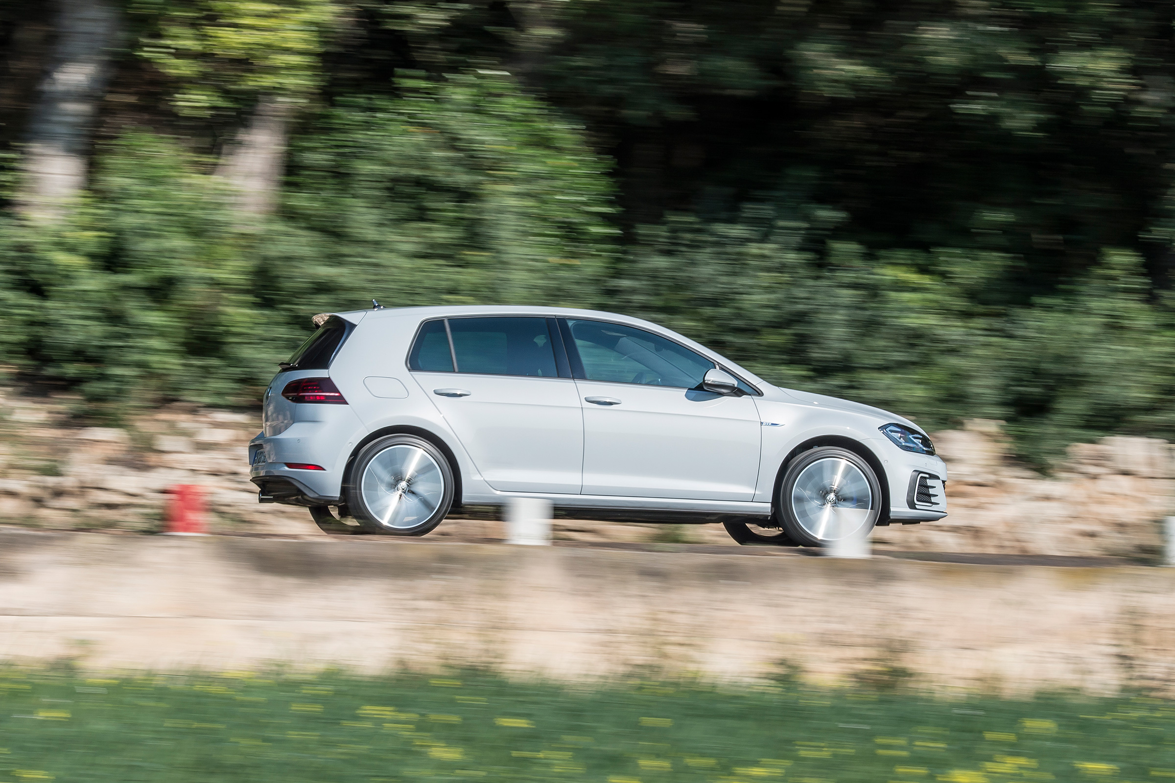 VW Golf GTI vs VW Golf GTE review - pictures | Evo
