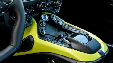Aston Martin Vantage - black console