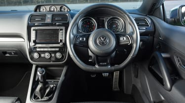 Volkswagen Scirocco R - dash