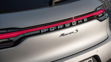 Porsche Macan S driven - Crayon badge