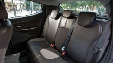 Chrysler Ypsilon 0.9 TwinAir seats
