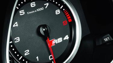 2012 Audi RS4 Avant rev counter dial