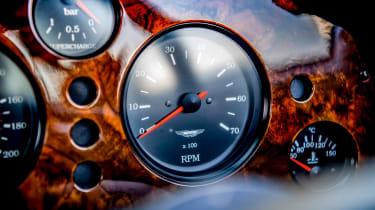 Aston Martin Vantage V550 - dial