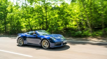 Porsche 911 Turbo S Cabriolet – side tracking