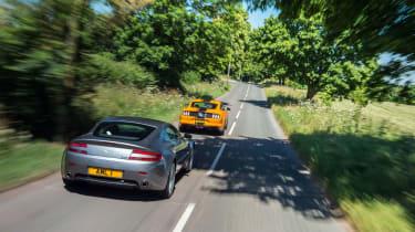 Ford Mustang 5.0 V8 GT v Aston Martin V8 Vantage